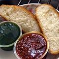 Great -- 青醬 & 蕃茄乾醬配麵包