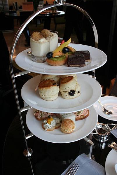 Lounge@ 4 Seasons -- Tea Set
