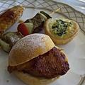 Tiffin -- 雞翅、牛肉串燒、芝士菠菜塔、豬扒包