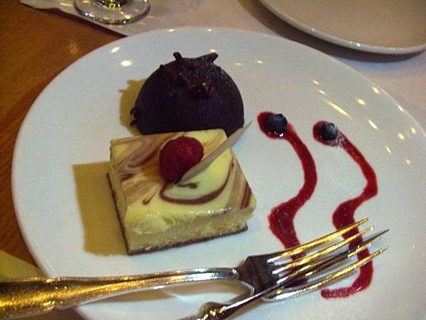 洲際酒店咖啡室 -- 雲石起司蛋糕 & 濃巧克力蛋糕