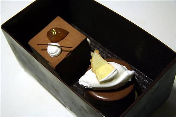 文華餅店 -- 盒內