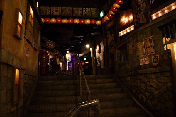 道頓堀極樂商店街 -- 好暗啊