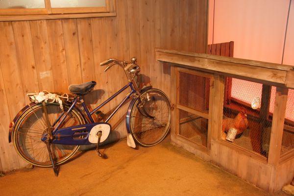 速食麵發明紀念館 -- 門外還有單車