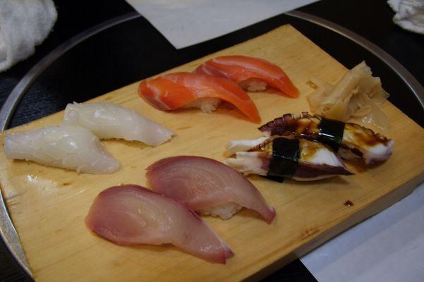 じねん -- 左上起:烏賊、鮭魚、幼鰤、章魚