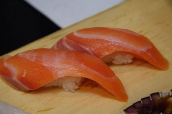 じねん -- 鮭魚壽司