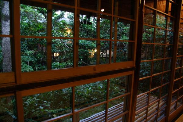 瓢亭 -- 窗外的綠