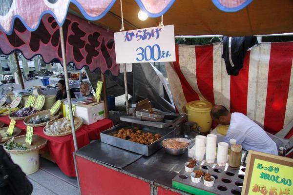 北野天滿宮廟前市集 -- 炸雞的小攤子