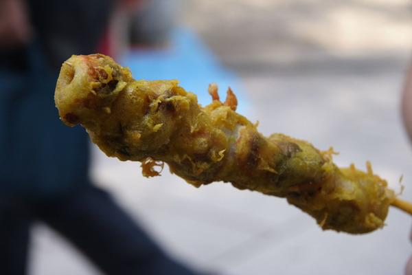 北野天滿宮廟前市集 -- 咖喱口味炸起司魚糕卷