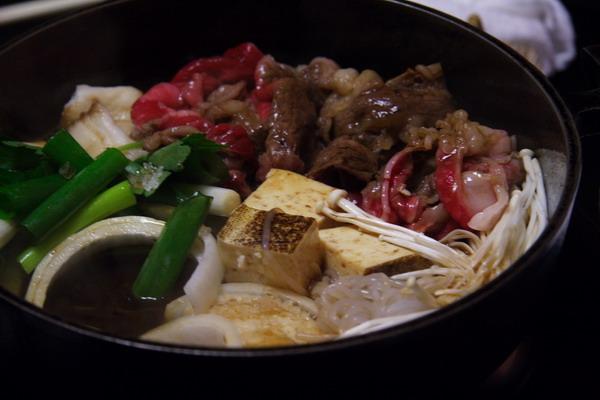 すきやきいろは -- 牛肉和蔬菜一起煮