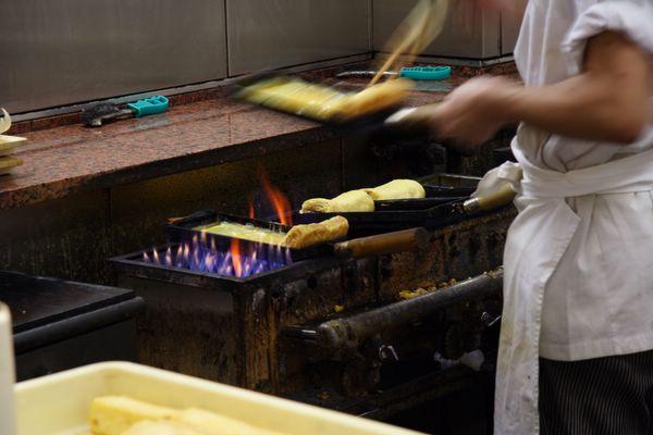 錦市場.三木鶏卵 -- 蛋卷製作