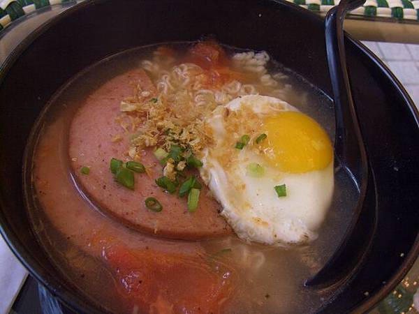 1842 -- 蕃茄湯午餐肉雞蛋泡麵