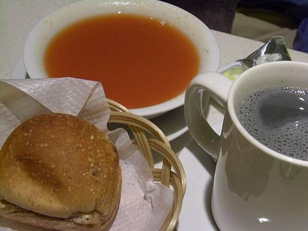 菓一道 -- 蕃茄薏米湯 + 麵包 + 黑豆乳