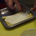 Spoon -- 把瑪斯卡幫起司抺在長條通心粉上 (1)