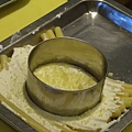 Spoon -- 用鐵模把通心粉切成圓餅狀