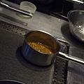 Spoon -- 雞肉醬汁烹煮中