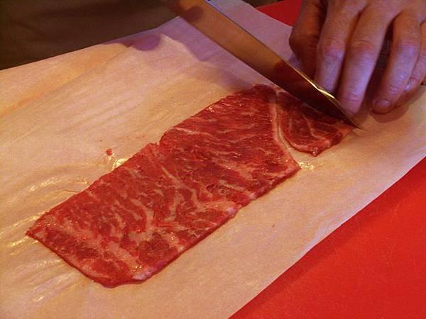 SPOON -- 把拍扁了的牛排修整一下