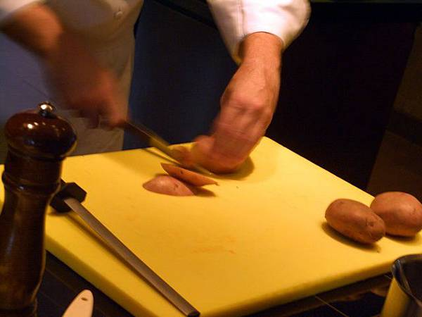 SPOON -- 先把馬鈴薯去皮切條 (2)