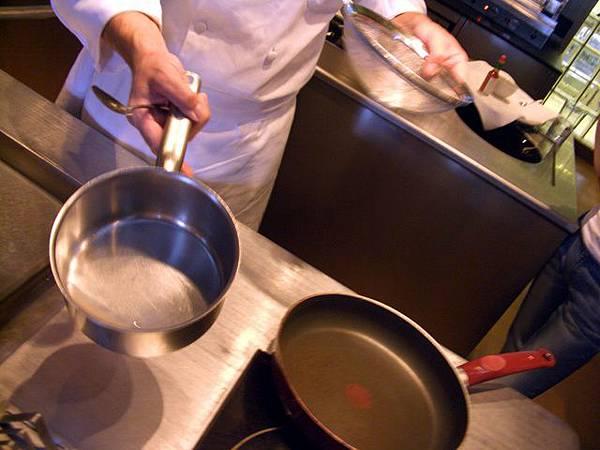 SPOON -- 乾蔥龍艾醋汁 (加熱後)