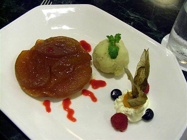 Petit Pomerol -- 蘋果塔配青蘋果雪酪