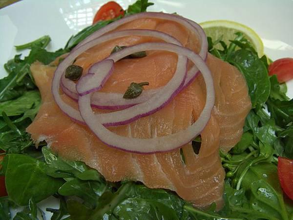 Cova -- 煙燻鮭魚沙拉