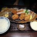 Tonkichi -- 吉列豬柳生蠔定食
