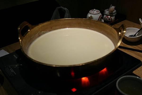 悠 -- 豆乳鍋