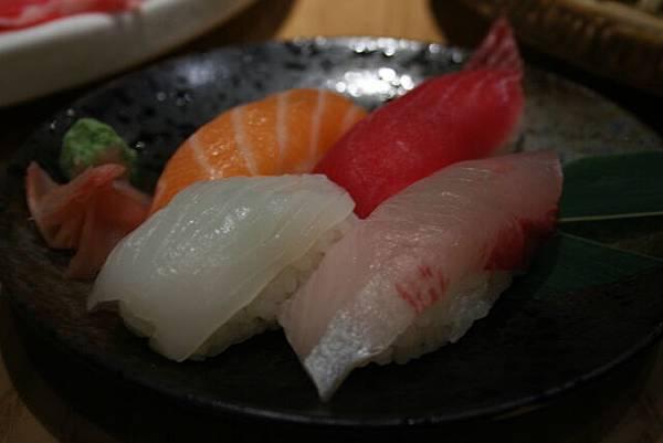 悠 -- 什錦壽司 (附餐)