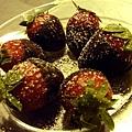 串串貢 -- 黑巧克力草莓