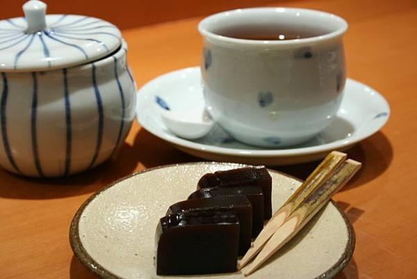板前割烹はやし -- 紅茶 & 羊羹