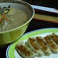 阿久根拉麵 --- 黑豚餃子拉麵 (豬骨湯)