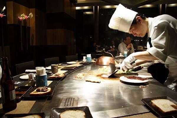 松菱 -- 親切幽默的鐵板燒師傅