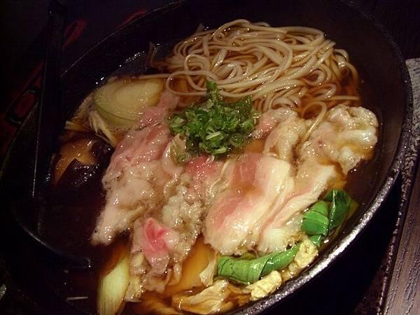 穴 -- 牛肉鍋 + 烏龍麵
