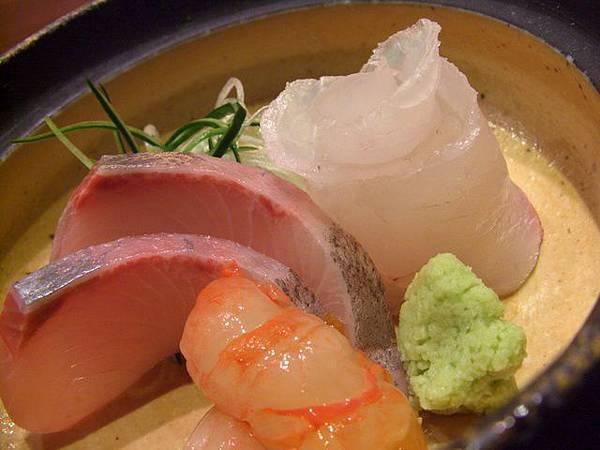 月の麗鮨旬菜 -- 三色生魚片 (油甘魚、鯛魚、車海老)
