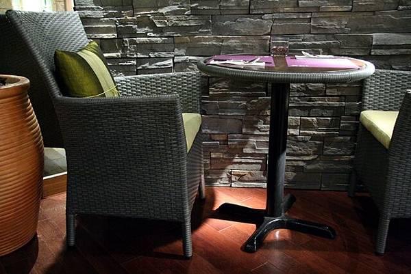 Simply Thai -- 藤椅