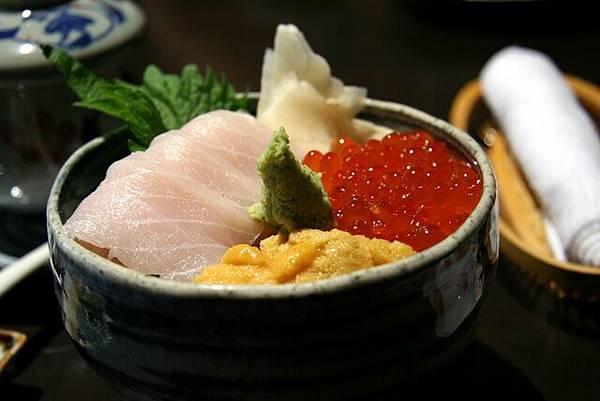 湖舟 -- 三色丼 (鮭魚子、海膽、女梶木)
