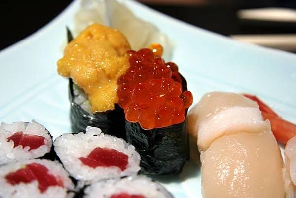 湖舟 -- 特上壽司 (海膽、鮭魚子、扇貝)