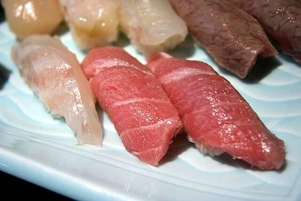 湖舟 -- 特上壽司 (白身魚、中鮪肚肉)