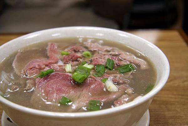 清亭 -- 生牛肉檬粉