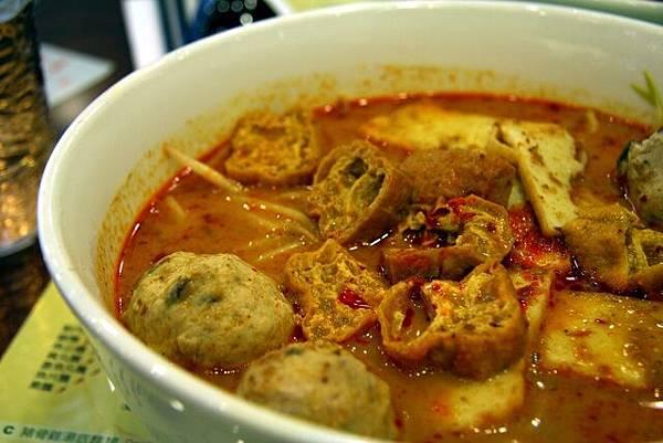蝦麵店 -- 貢丸咖喱喇沙