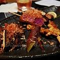 鳥八 -- 左下起:烤香菇、烤地瓜、烤雞皮、烤茄子
