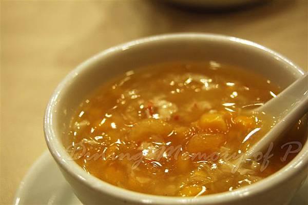 鳳城酒家 --  粟米魚肚羹