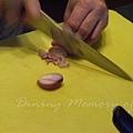 一月 -- 把紅蔥切成薄片