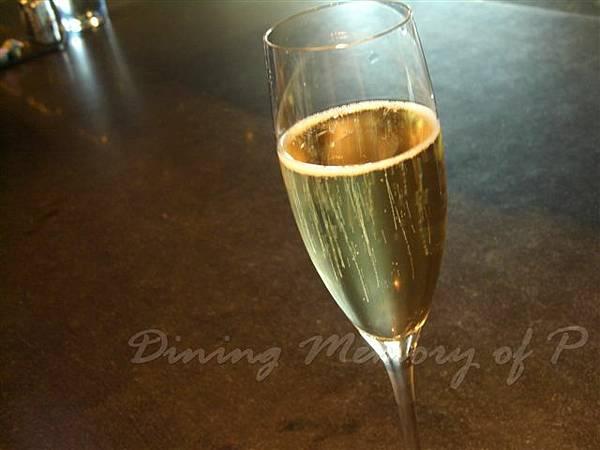 一月 -- 香檳