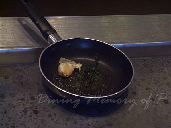 一月 -- 把百里香 & 蒜頭掉到鍋裡