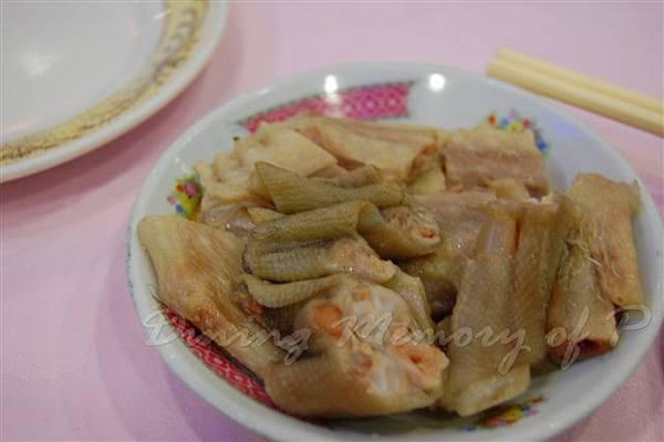 得龍大飯店-- 滷鵝掌 (餐前小吃)