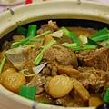 得龍大飯店 -- 羊腩煲