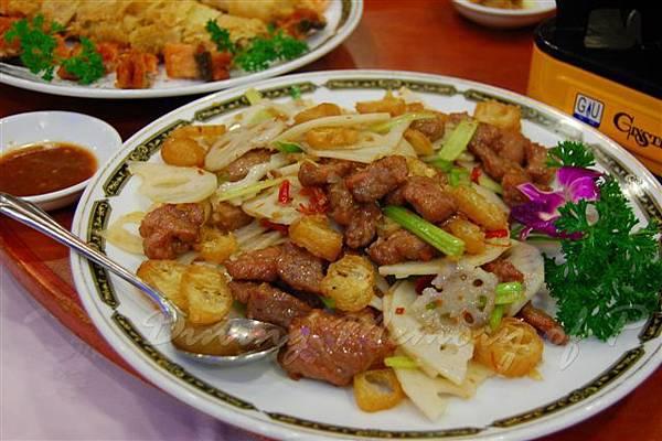 得龍大飯店 -- 藕片炒牛柳粒