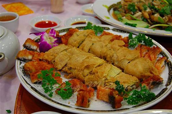 得龍大飯店 -- 烤脆鱔 拼 鳳肝卷