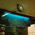 公利竹蔗水 -- 牆上的畫