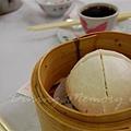 陸羽茶室 -- 蛋黃麻蓉包